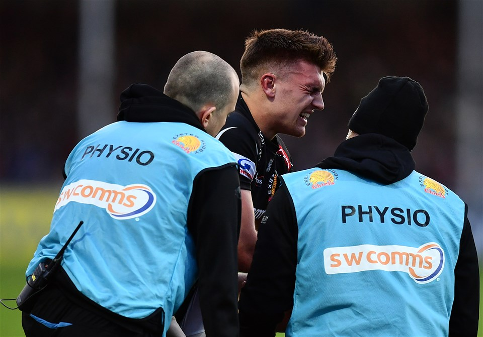 EXETER, ENGLAND - DECEMBER 24:  Henry Slade of Exeter Chiefs grimaces as he receives medical treatment during the Aviva Premiership match between Exeter Chiefs and Leicester Tigers at Sandy Park on December 24, 2016 in Exeter, England. (Photo by Dan Mullan/Getty Images)