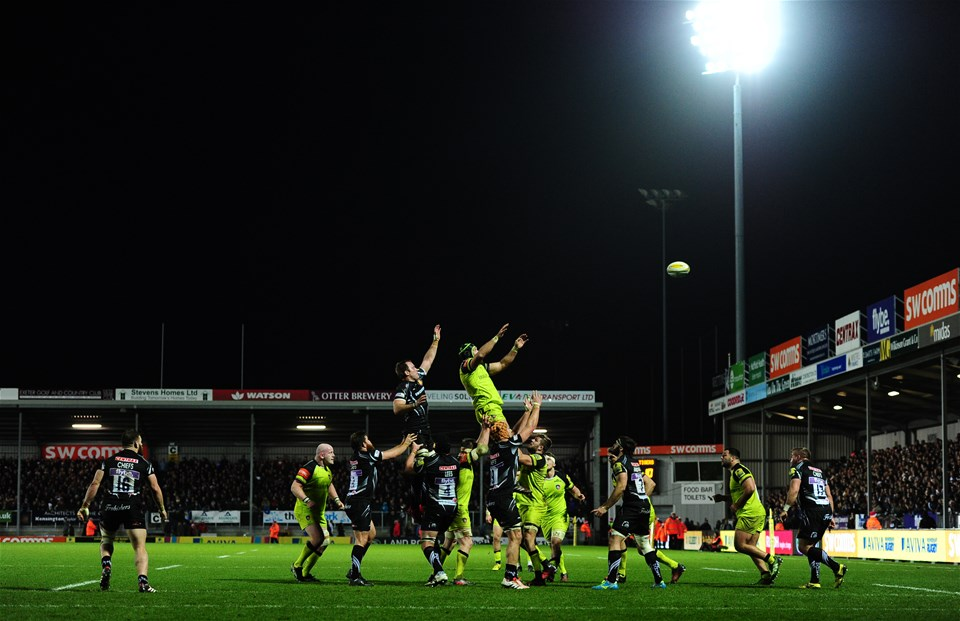 EXETER, UNITED KINGDOM - DECEMBER 24: General view of a line out during the Aviva Premiership match between Exeter Chiefs and Leicester Tigers at Sandy Park on December 24 2016 in Exeter, England. (Photo by Harry Trump/Getty Images)