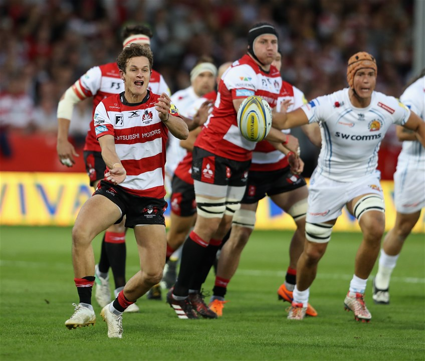 GLOUCESTER, ENGLAND - SEPTEMBER 01:  Billy Burns of Gloucester passes the ball during the Aviva Premiership match between Gloucester Rugby and Exeter Chiefs at Kingsholm Stadium on September 1, 2017 in Gloucester, England.  (Photo by David Rogers/Getty Images)