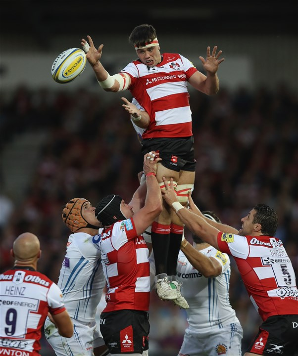 GLOUCESTER, ENGLAND - SEPTEMBER 01: Lewis Ludlow of Gloucester wins the lineout ball during the Aviva Premiership match between Gloucester Rugby and Exeter Chiefs at Kingsholm Stadium on September 1, 2017 in Gloucester, England.  (Photo by David Rogers/Getty Images)