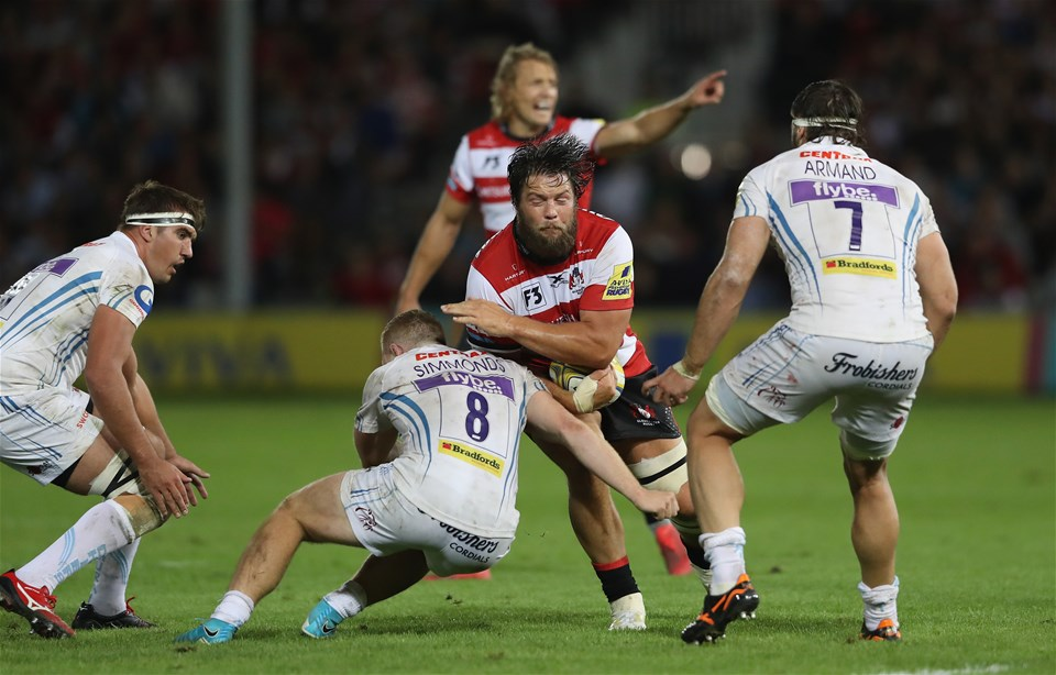 GLOUCESTER, ENGLAND - SEPTEMBER 01:  Josh Hohneck of Gloucester is tackled by Sam Simmonds during the Aviva Premiership match between Gloucester Rugby and Exeter Chiefs at Kingsholm Stadium on September 1, 2017 in Gloucester, England.  (Photo by David Rogers/Getty Images)