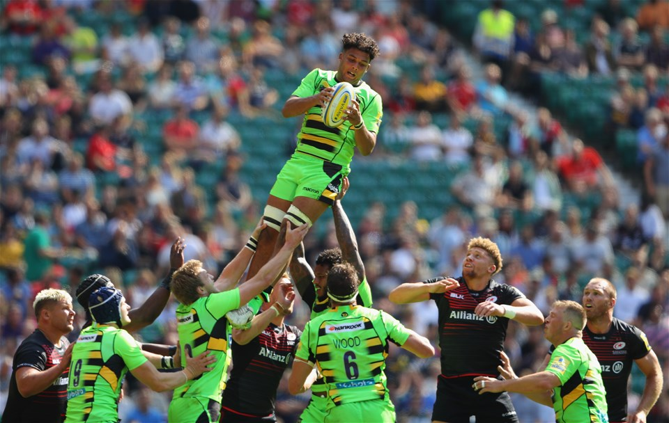 LONDON, ENGLAND - SEPTEMBER 02:  Lewis Ludlam of Northamton Saints wins the line out during the Aviva Premiership match between Saracens and Northampton Saints at Twickenham Stadium on September 2, 2017 in London, England.  (Photo by Warren Little/Getty Images)