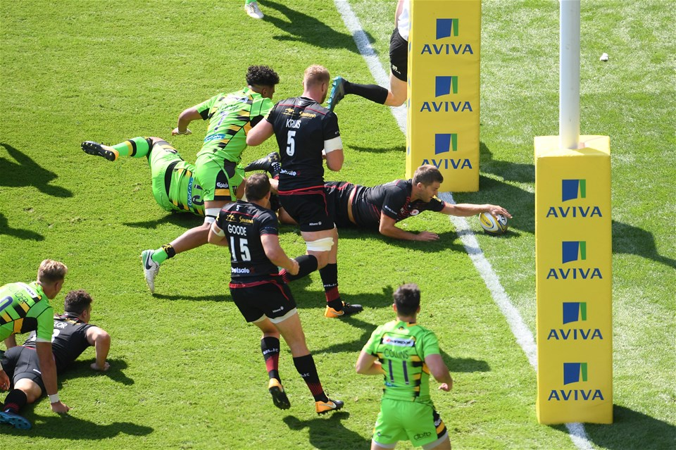 LONDON, ENGLAND - SEPTEMBER 02:  Richard Wigglesworth of Saracens scores a try during the Aviva Premiership match between Saracens and Northampton Saints at Twickenham Stadium on September 2, 2017 in London, England.  (Photo by Mike Hewitt/Getty Images)