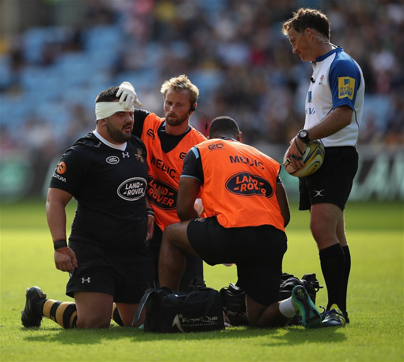 COVENTRY, ENGLAND - SEPTEMBER 02:  Marty Moore of Wasps receives treatment on a head wound during the Aviva Premiership match between Wasps and Sale Sharks at The Ricoh Arena on September 2, 2017 in Coventry, England.  (Photo by Clive Mason/Getty Images)