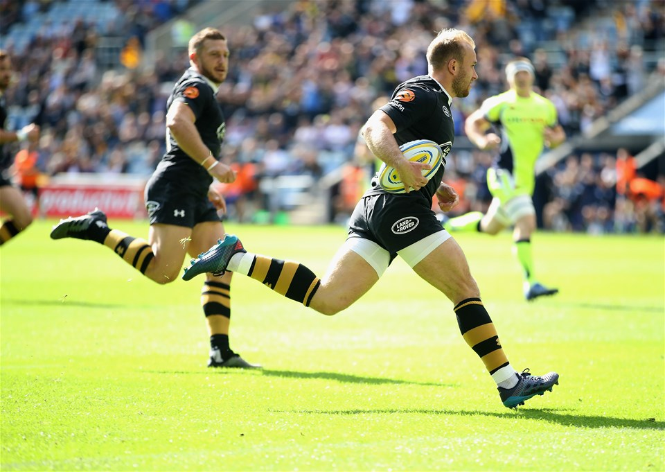 COVENTRY, ENGLAND - SEPTEMBER 02:  Dan Robson of Wasps runs through to score a try during the Aviva Premiership match between Wasps and Sale Sharks at The Ricoh Arena on September 2, 2017 in Coventry, England.  (Photo by Clive Mason/Getty Images)
