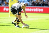 COVENTRY, ENGLAND - SEPTEMBER 02:  Dan Robson of Wasps scores a try during the Aviva Premiership match between Wasps and Sale Sharks at The Ricoh Arena on September 2, 2017 in Coventry, England.  (Photo by Clive Mason/Getty Images)