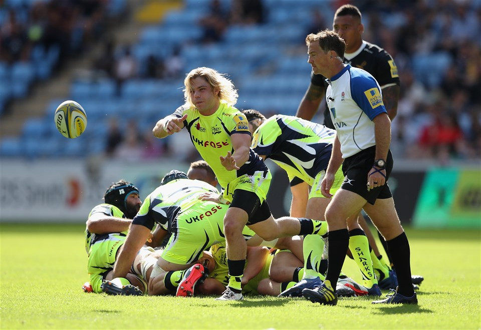 COVENTRY, ENGLAND - SEPTEMBER 02: Faf de Klerk of Sale Sharks passes out from the scrum during the Aviva Premiership match between Wasps and Sale Sharks at The Ricoh Arena on September 2, 2017 in Coventry, England.  (Photo by Clive Mason/Getty Images)