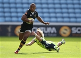 COVENTRY, ENGLAND - SEPTEMBER 02:  Gabiriele Lovobalavu of Wasps escapes a tackle from Faf de Klerk of Sale Sharks during the Aviva Premiership match between Wasps and Sale Sharks at The Ricoh Arena on September 2, 2017 in Coventry, England.  (Photo by Clive Mason/Getty Images)