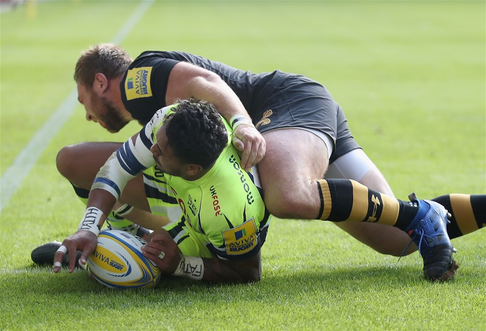 COVENTRY, ENGLAND - SEPTEMBER 02:  Denny Solomona of Sale Sharks scores a try during the Aviva Premiership match between Wasps and Sale Sharks at The Ricoh Arena on September 2, 2017 in Coventry, England.  (Photo by Clive Mason/Getty Images)