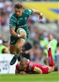 LONDON, ENGLAND - SEPTEMBER 02:  Alex Lewington of London Irish evades Mike Brown of Harlequins during the Aviva Premiership match between London Irish and Harlequins at Twickenham Stadium on September 2, 2017 in London, England.  (Photo by Warren Little/Getty Images)
