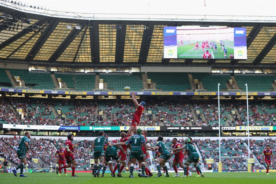 LONDON, ENGLAND - SEPTEMBER 02:  Harlequins win the line out during the Aviva Premiership match between London Irish and Harlequins at Twickenham Stadium on September 2, 2017 in London, England.  (Photo by Warren Little/Getty Images)