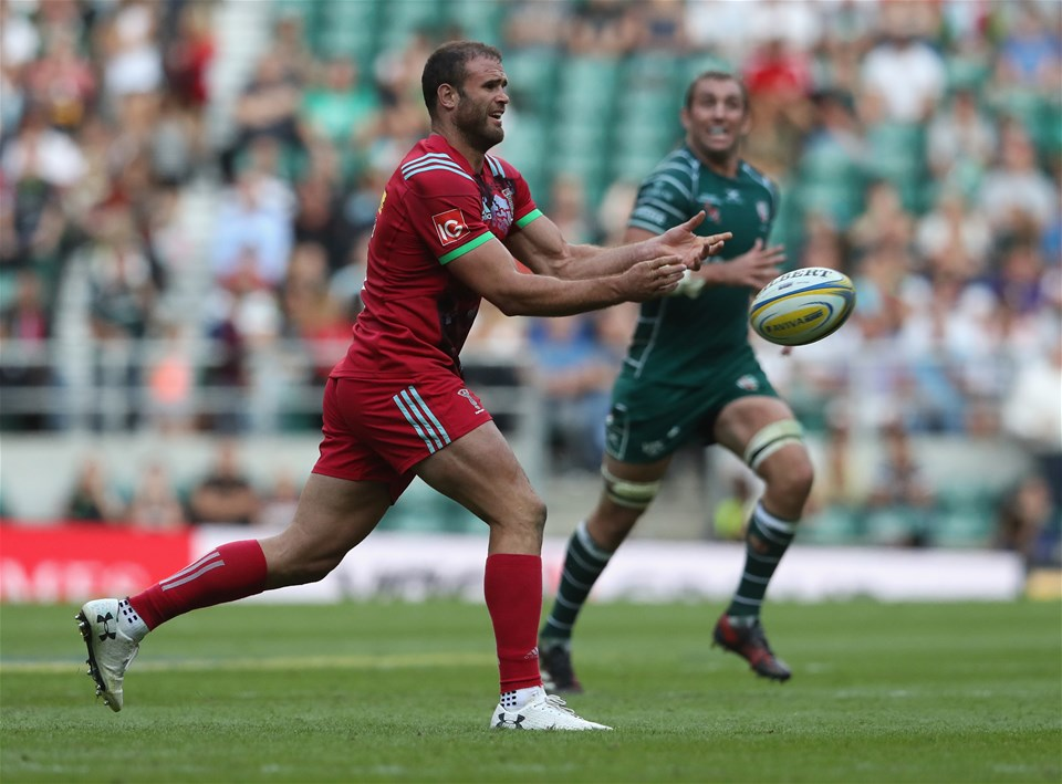 LONDON, ENGLAND - SEPTEMBER 02: Jamie Roberts of Harlequins passes the ball during the Aviva Premiership match between London Irish and Harlequins at Twickenham Stadium on September 2, 2017 in London, England.  (Photo by David Rogers/Getty Images)