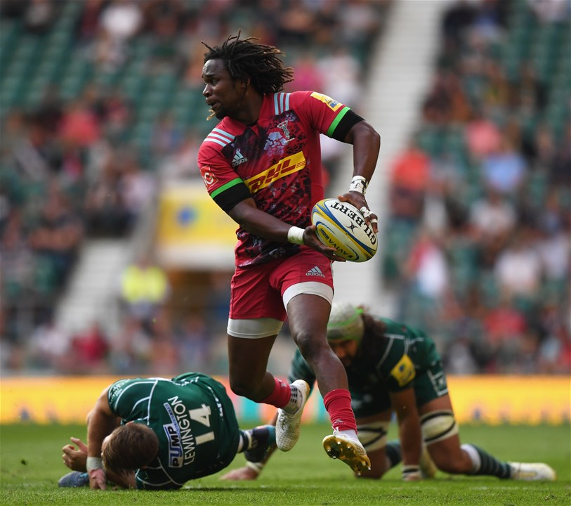 LONDON, ENGLAND - SEPTEMBER 02:  Marland Yarde of Harlequins evades Blair Cowan and Alex Lewington of London Irish during the Aviva Premiership match between London Irish and Harlequins at Twickenham Stadium on September 2, 2017 in London, England.  (Photo by Shaun Botterill/Getty Images)