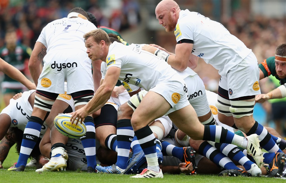 LEICESTER, ENGLAND - SEPTEMBER 03:  Chris Cook of Bath passes the ball during the Aviva Premiership match between Leicester Tigers and Bath Rugby at Welford Road on September 3, 2017 in Leicester, England.  (Photo by David Rogers/Getty Images)