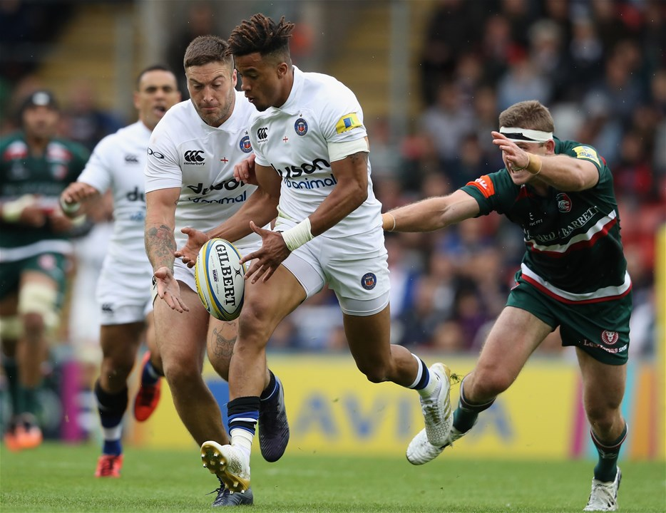 LEICESTER, ENGLAND - SEPTEMBER 03:  Anthony Watson of Bath races after the loose ball during the Aviva Premiership match between Leicester Tigers and Bath Rugby at Welford Road on September 3, 2017 in Leicester, England.  (Photo by David Rogers/Getty Images)