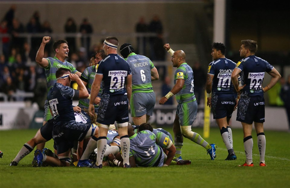 SALFORD, ENGLAND - SEPTEMBER 08:  The players of Newcastle Falcons celebrate victory over Sale Sharks after the Aviva Premiership match between Sale Sharks and Newcastle Falcons at AJ Bell Stadium on September 8, 2017 in Salford, England.  (Photo by Alex Livesey/Getty Images)