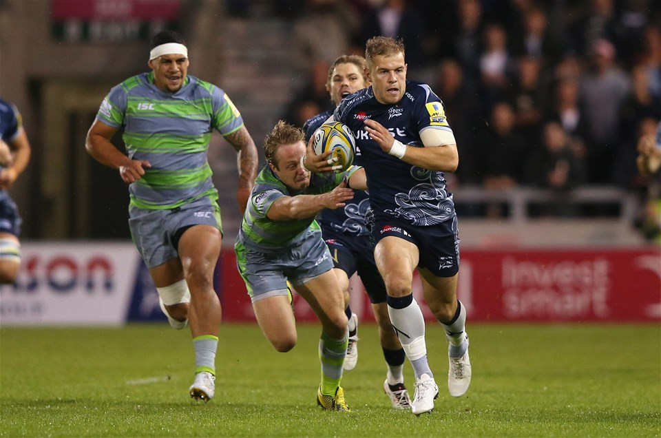 SALFORD, ENGLAND - SEPTEMBER 08:  Will Addison of Sale Sharks makes a break during the Aviva Premiership match between Sale Sharks and Newcastle Falcons at AJ Bell Stadium on September 8, 2017 in Salford, England.  (Photo by Alex Livesey/Getty Images)
