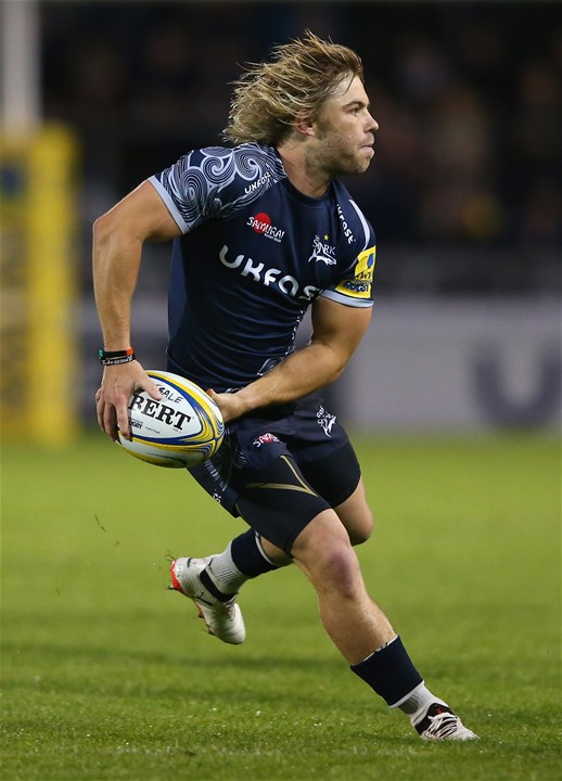 SALFORD, ENGLAND - SEPTEMBER 08:  Faf de Klerk of Sale Sharks passes the ball during the Aviva Premiership match between Sale Sharks and Newcastle Falcons at AJ Bell Stadium on September 8, 2017 in Salford, England.  (Photo by Alex Livesey/Getty Images)