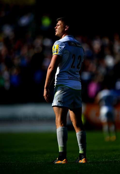 BATH, ENGLAND - SEPTEMBER 09:  Owen Farrell of Saracens lines up a conversion during the Aviva Premiership match between Bath Rugby and Saracens at Recreation Ground on September 9, 2017 in Bath, England. (Photo by Dan Mullan/Getty Images)