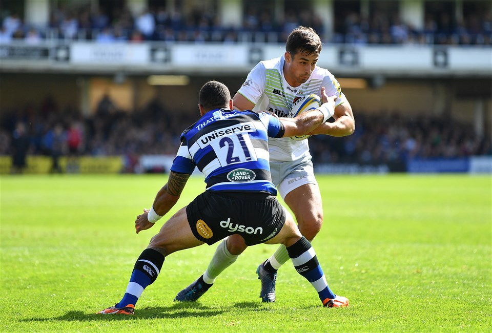 BATH, ENGLAND - SEPTEMBER 09:  Alex Lozowski of Saracens is tackled by Kahn Fotualii of Bath during the Aviva Premiership match between Bath Rugby and Saracens at Recreation Ground on September 9, 2017 in Bath, England. (Photo by Dan Mullan/Getty Images)