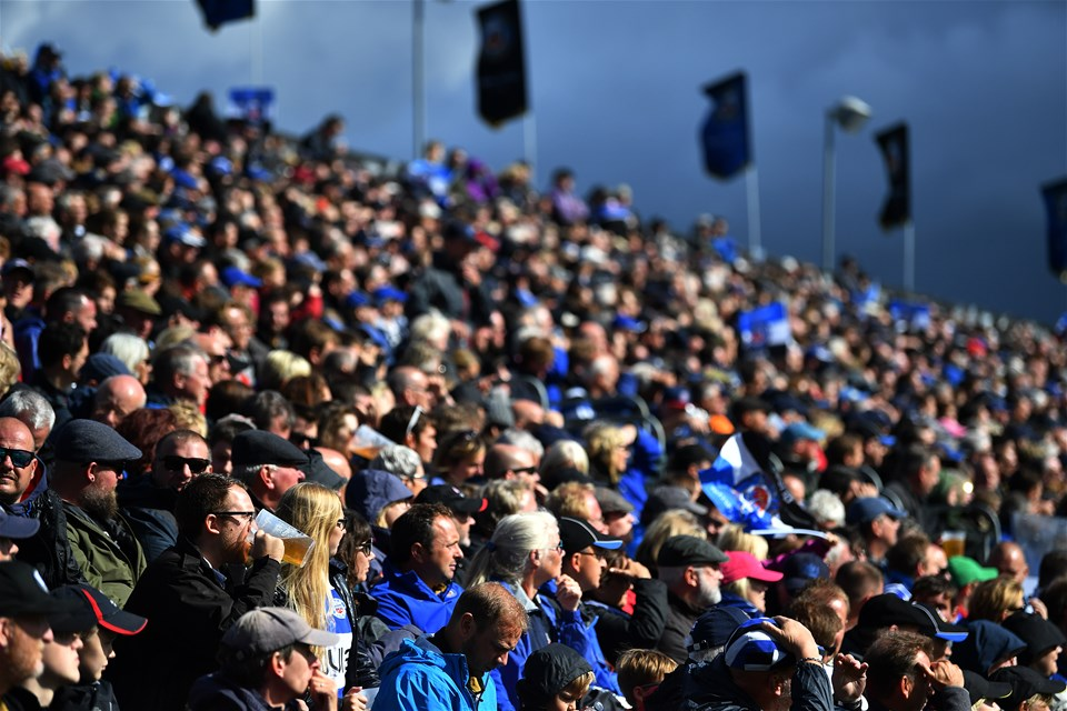 BATH, ENGLAND - SEPTEMBER 09:  Spectators watch the action during the Aviva Premiership match between Bath Rugby and Saracens at Recreation Ground on September 9, 2017 in Bath, England. (Photo by Dan Mullan/Getty Images)
