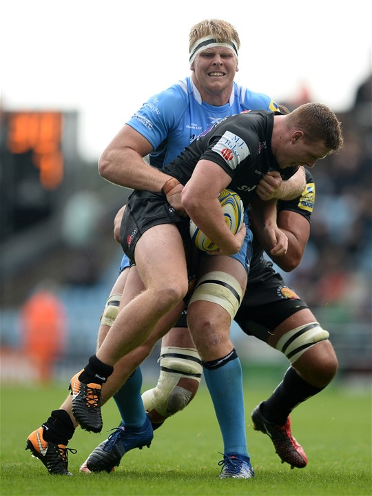 EXETER, ENGLAND - SEPTEMBER 09: Sam Simmonds of Exeter Chiefs is tackled by Josh McNally of London Irish during the Aviva Premiership match between Exeter Chiefs and London Irish at Sandy Park on September 9, 2017 in Exeter, England. (Photo by Harry Trump/Getty Images)