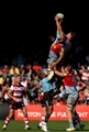 LONDON, ENGLAND - SEPTEMBER 09:  Chris Robshaw of Harlequins and Tom Savage of Gloucester Rugby compete for the ball during the Aviva Premiership match between Harlequins and Gloucester Rugby at Twickenham Stoop on September 9, 2017 in London, England. (Photo by Stephen Pond/Getty Images)
