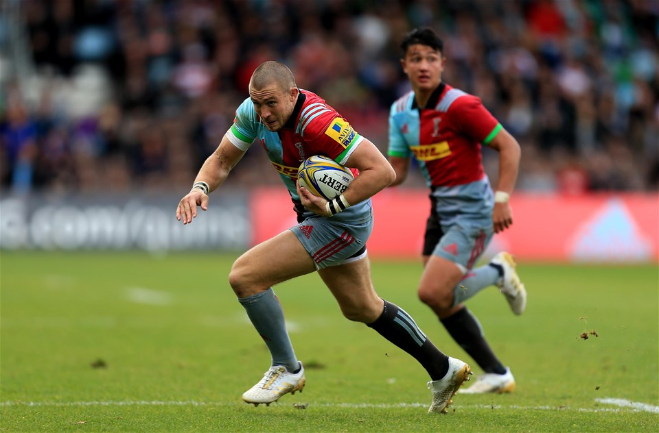 LONDON, ENGLAND - SEPTEMBER 09:  Mike Brown of Harlequins during the Aviva Premiership match between Harlequins and Gloucester Rugby at Twickenham Stoop on September 9, 2017 in London, England. (Photo by Stephen Pond/Getty Images)
