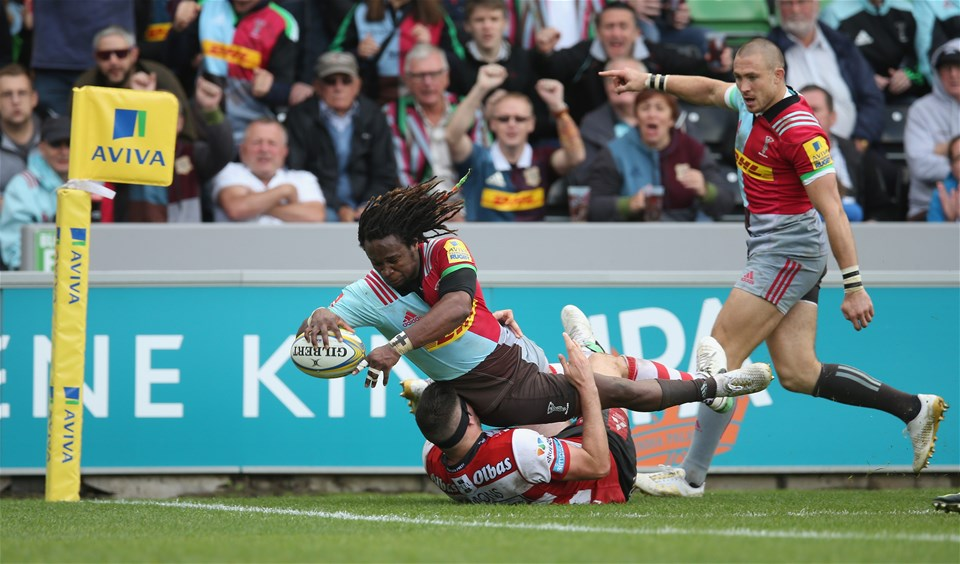 LONDON, ENGLAND - SEPTEMBER 09: Marland Yarde of Harlequins scores a try during the Aviva Premiership match between Harlequins and Gloucester Rugby at Twickenham Stoop on September 9, 2017 in London, England.  (Photo by Steve Bardens/Getty Images for Harlequins)