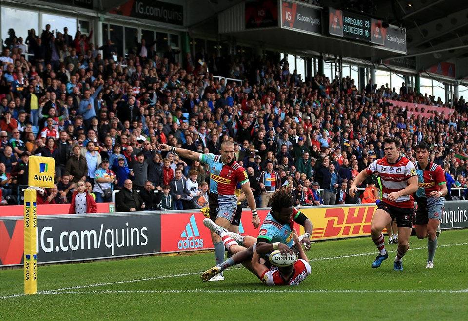 LONDON, ENGLAND - SEPTEMBER 09:  Marland Yarde of Harlequins scores a try during the Aviva Premiership match between Harlequins and Gloucester Rugby at Twickenham Stoop on September 9, 2017 in London, England. (Photo by Stephen Pond/Getty Images)