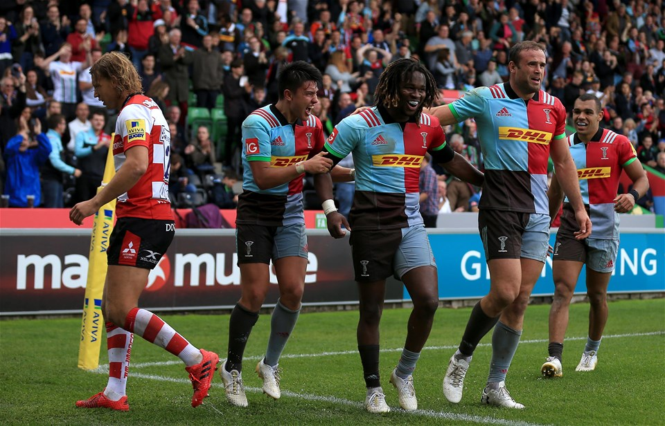 LONDON, ENGLAND - SEPTEMBER 09:  Marland Yarde of Harlequins celebrates a try with team mates during the Aviva Premiership match between Harlequins and Gloucester Rugby at Twickenham Stoop on September 9, 2017 in London, England. (Photo by Stephen Pond/Getty Images)