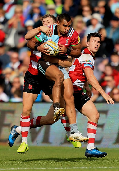 LONDON, ENGLAND - SEPTEMBER 09:  Joe Marchant of Harlequins is tackled during the Aviva Premiership match between Harlequins and Gloucester Rugby at Twickenham Stoop on September 9, 2017 in London, England. (Photo by Stephen Pond/Getty Images)
