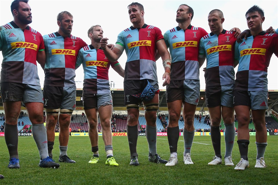 LONDON, ENGLAND - SEPTEMBER 09: James Horwill of Harlequins talks to his team mates after the Aviva Premiership match between Harlequins and Gloucester Rugby at Twickenham Stoop on September 9, 2017 in London, England.  (Photo by Steve Bardens/Getty Images for Harlequins)