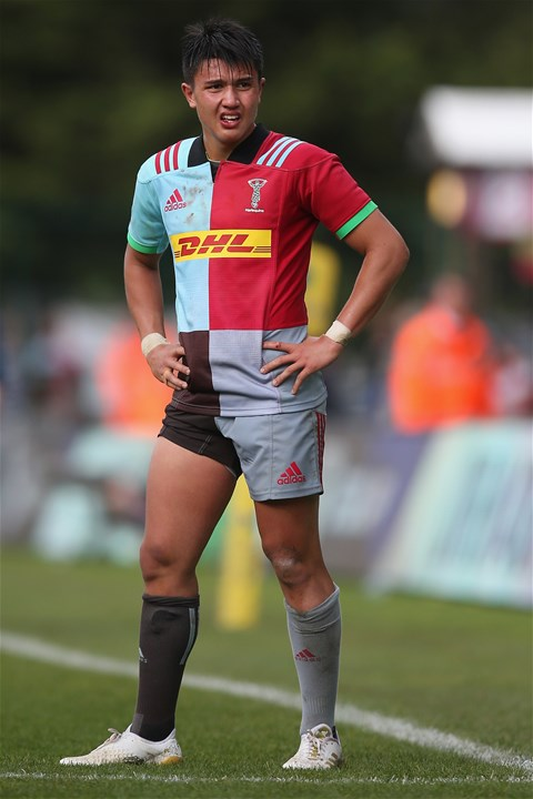 LONDON, ENGLAND - SEPTEMBER 09: Marcus Smith of Harlequins during the Aviva Premiership match between Harlequins and Gloucester Rugby at Twickenham Stoop on September 9, 2017 in London, England.  (Photo by Steve Bardens/Getty Images for Harlequins)