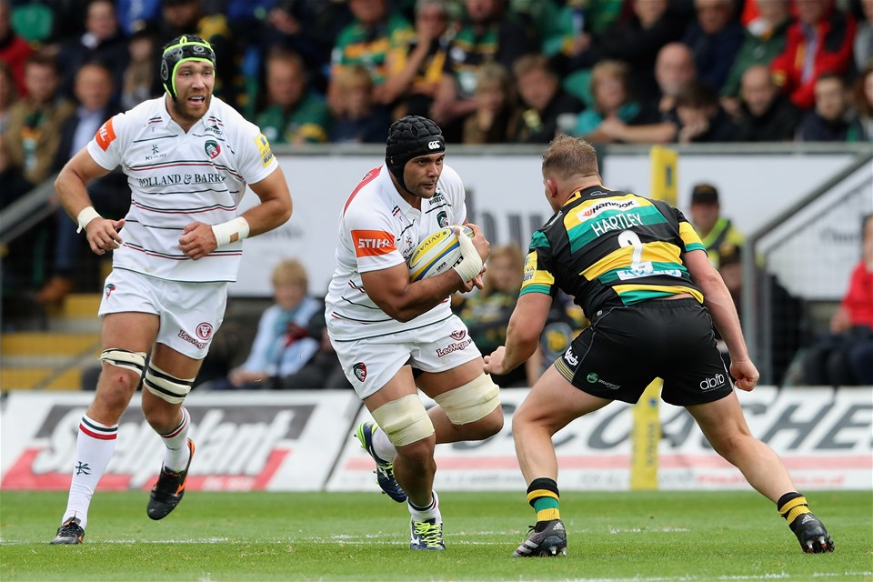 NORTHAMPTON, ENGLAND - SEPTEMBER 09:  Sione Kalamafoni of Leicester takes on Dylan Hartley during the Aviva Premiership match between Northampton Saints and Leicester Tigers at Franklin's Gardens on September 9, 2017 in Northampton, England.  (Photo by David Rogers/Getty Images)