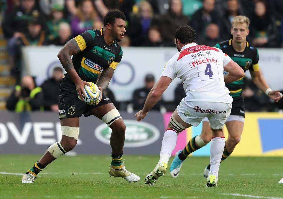 NORTHAMPTON, ENGLAND - SEPTEMBER 09: Courtney Lawes of Northampton runs with the ball during the Aviva Premiership match between Northampton Saints and Leicester Tigers at Franklin's Gardens on September 9, 2017 in Northampton, England.  (Photo by David Rogers/Getty Images)