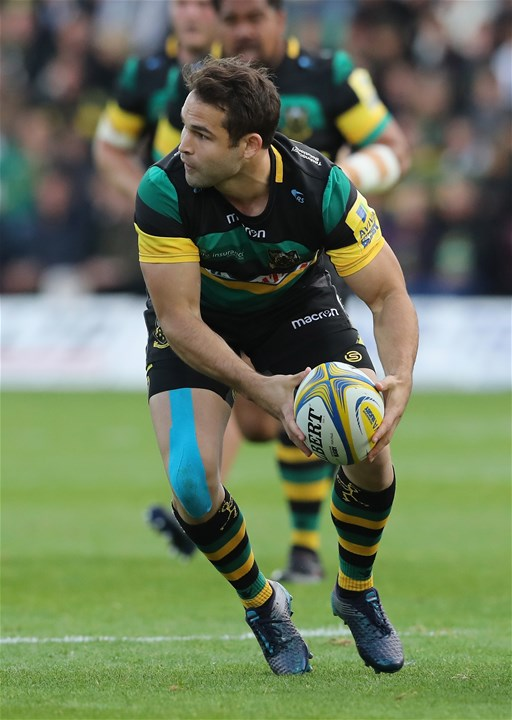 NORTHAMPTON, ENGLAND - SEPTEMBER 09: Cobus Reinach of Northampton Saints runs with the ball during the Aviva Premiership match between Northampton Saints and Leicester Tigers at Franklin's Gardens on September 9, 2017 in Northampton, England.  (Photo by David Rogers/Getty Images)