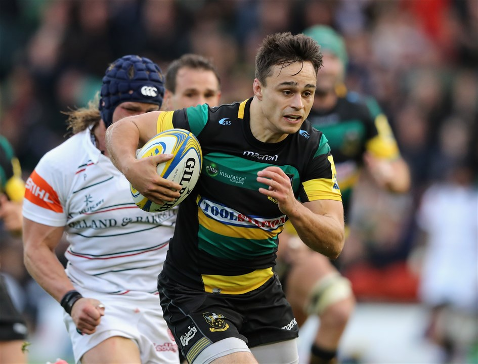 NORTHAMPTON, ENGLAND - SEPTEMBER 09:  Tom Collins of Northampton Saints breaks to score a try during the Aviva Premiership match between Northampton Saints and Leicester Tigers at Franklin's Gardens on September 9, 2017 in Northampton, England.  (Photo by David Rogers/Getty Images)