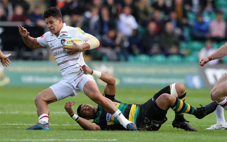 NORTHAMPTON, ENGLAND - SEPTEMBER 09:  Matt Toomua of Leicester is tackled by Luther Burrell during the Aviva Premiership match between Northampton Saints and Leicester Tigers at Franklin's Gardens on September 9, 2017 in Northampton, England.  (Photo by David Rogers/Getty Images)