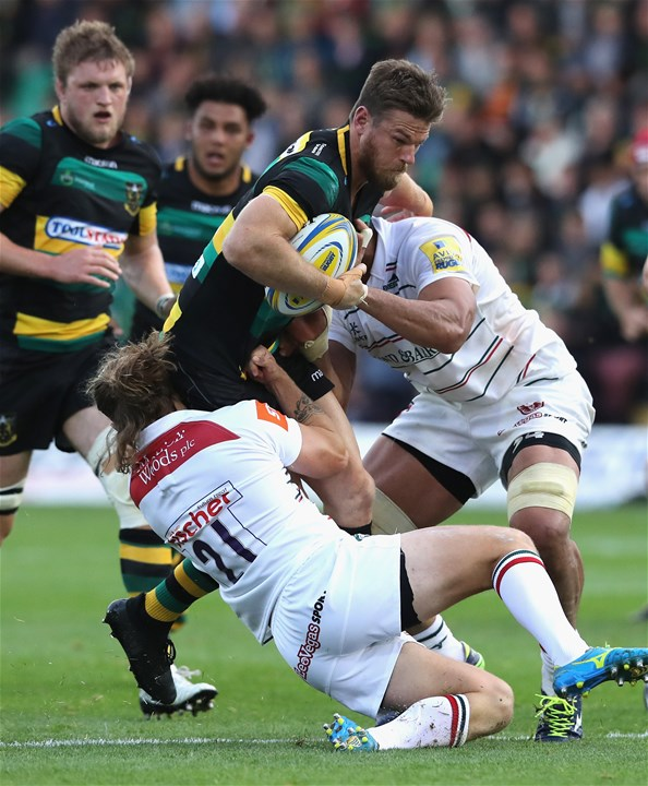 NORTHAMPTON, ENGLAND - SEPTEMBER 09:  Rob Horne of Northampton is tackled by Sam Harrison during the Aviva Premiership match between Northampton Saints and Leicester Tigers at Franklin's Gardens on September 9, 2017 in Northampton, England.  (Photo by David Rogers/Getty Images)