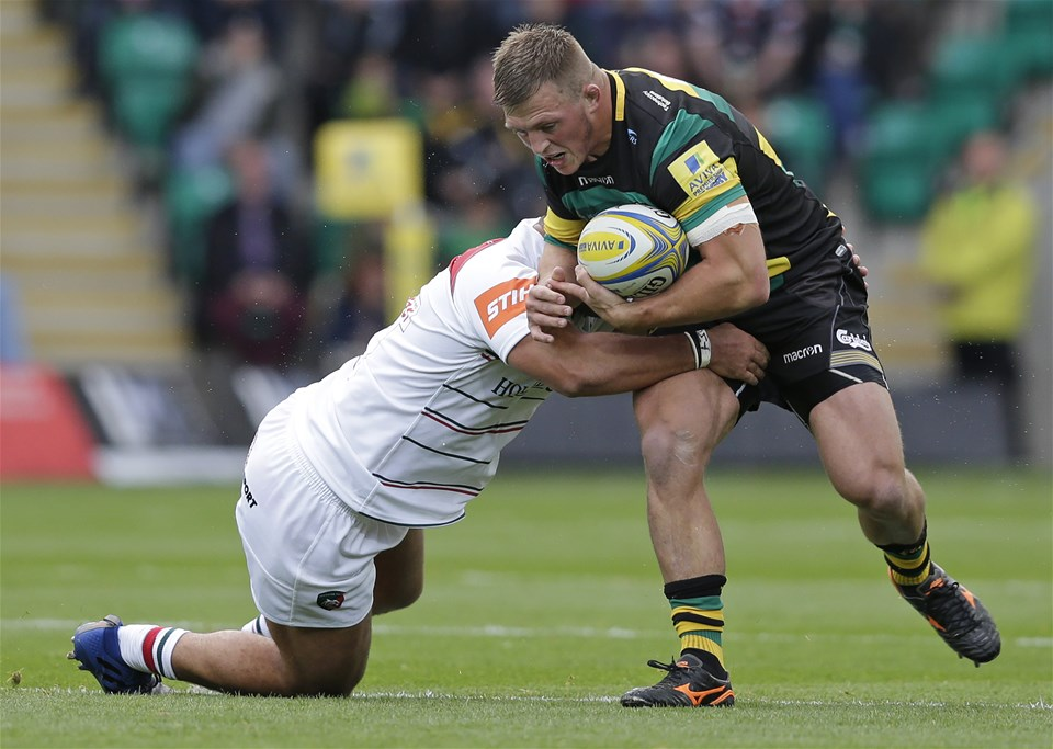 NORTHAMPTON, ENGLAND - SEPTEMBER 09: Alex Waller of Northampton Saints and Ellis Genge of Leicester Tigers during the Aviva Premiership match between Northampton Saints and Leicester Tigers at Franklin's Gardens on September 9, 2017 in Northampton, England. (Photo by Henry Browne/Getty Images)
