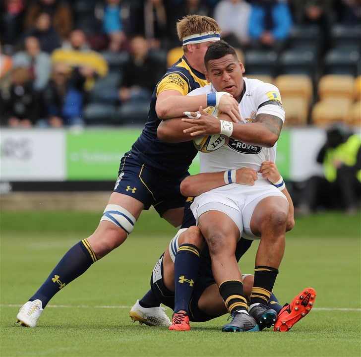 WORCESTER, ENGLAND - SEPTEMBER 10:  Nathan Hughes of Wasps is tackled during the Aviva Premiership match between Worcester Warriors and Wasps at Sixways Stadium on September 10, 2017 in Worcester, England.  (Photo by David Rogers/Getty Images)