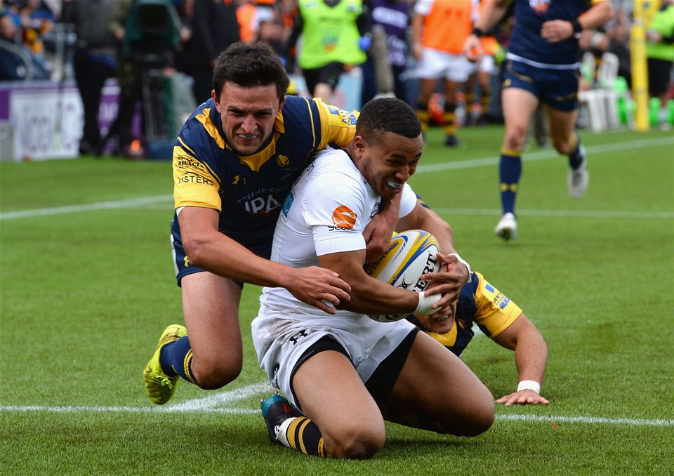 WORCESTER, ENGLAND - SEPTEMBER 10:  Jonny Arr of Worcester Warriors tackles Marcus Watson of Wasps as he scores a try during the Aviva Premiership match between Worcester Warriors and Wasps at Sixways Stadium on September 10, 2017 in Worcester, England.  (Photo by Tony Marshall/Getty Images)