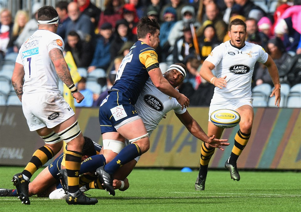WORCESTER, ENGLAND - SEPTEMBER 10:  Sam Lewis of Worcester Warriors tackles Gaby Lovobalavu of Wasps during the Aviva Premiership match between Worcester Warriors and Wasps at Sixways Stadium on September 10, 2017 in Worcester, England.  (Photo by Tony Marshall/Getty Images)