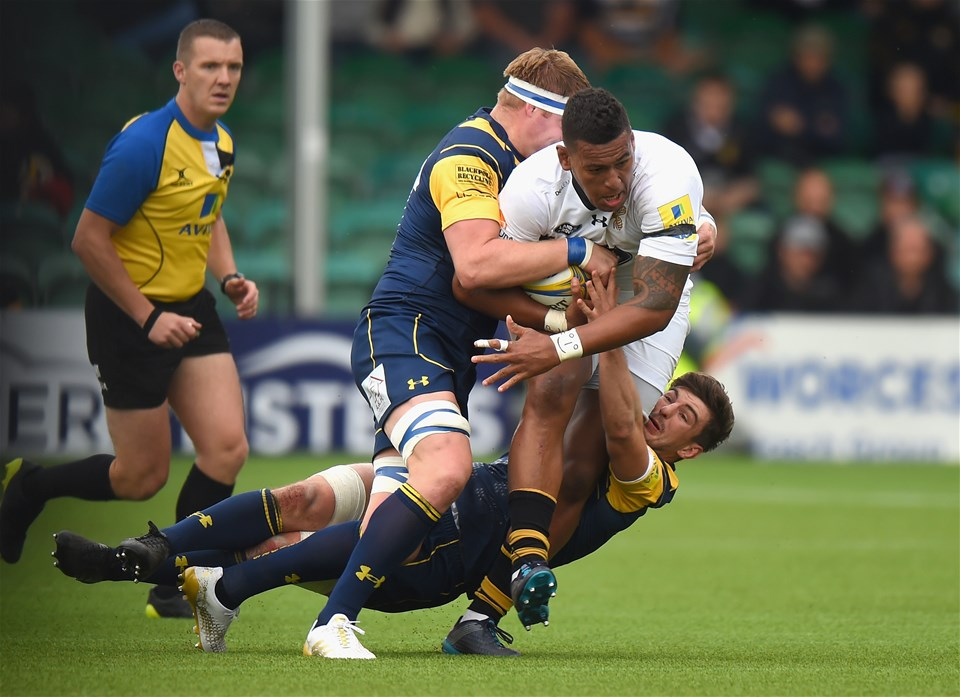 WORCESTER, ENGLAND - SEPTEMBER 10: GJ van Velze and Sam Lewis of Worcester Warriors tackle by Nathan Hughes of Wasps during the Aviva Premiership match between Worcester Warriors and Wasps at Sixways Stadium on September 10, 2017 in Worcester, England.  (Photo by Tony Marshall/Getty Images)