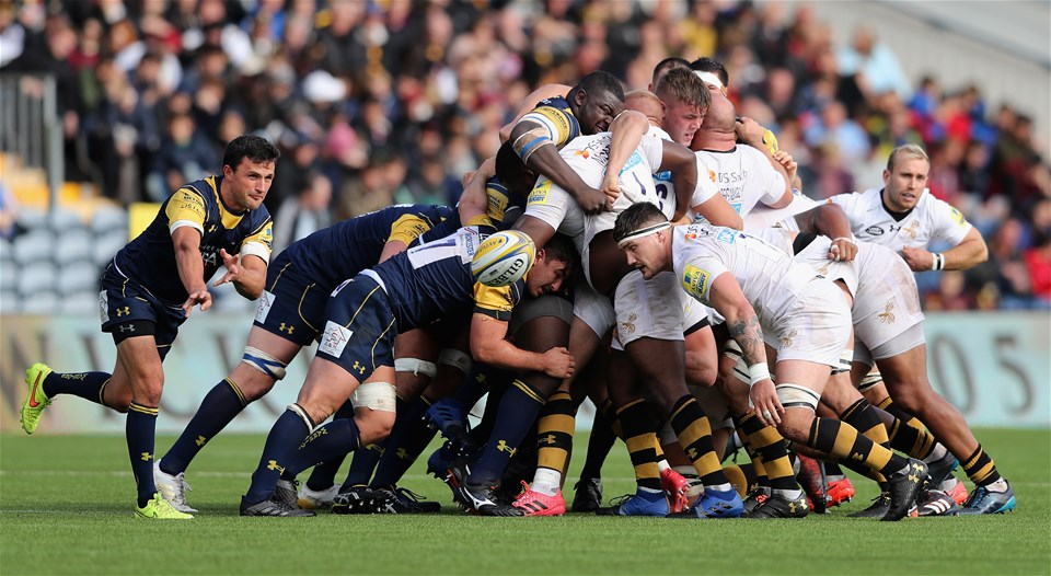 WORCESTER, ENGLAND - SEPTEMBER 10:  Jonny Arr of Worcester passes the ball during the Aviva Premiership match between Worcester Warriors and Wasps at Sixways Stadium on September 10, 2017 in Worcester, England.  (Photo by David Rogers/Getty Images)