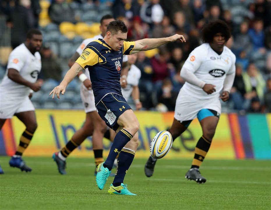 WORCESTER, ENGLAND - SEPTEMBER 10:  Tom Heathcote of Worcester kicks the ball upfield  during the Aviva Premiership match between Worcester Warriors and Wasps at Sixways Stadium on September 10, 2017 in Worcester, England.  (Photo by David Rogers/Getty Images)