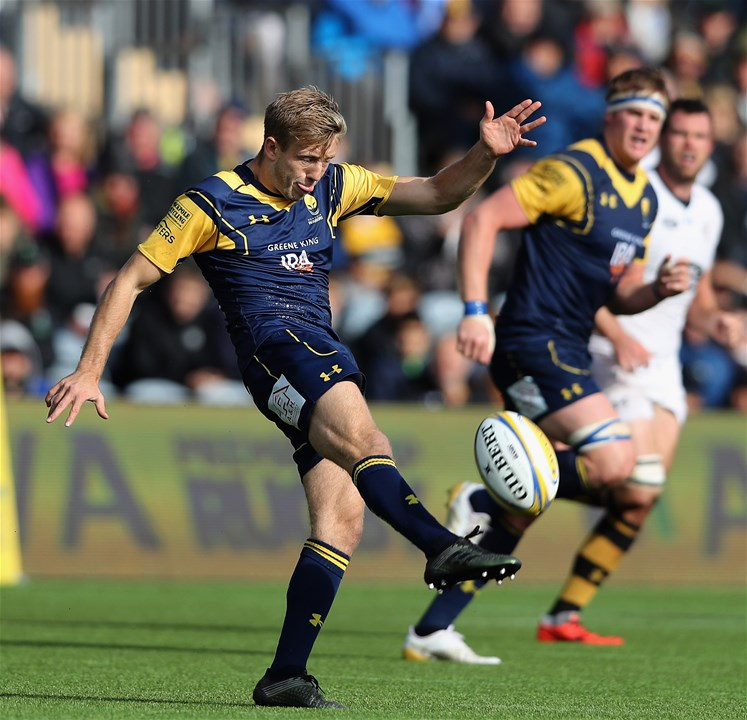 WORCESTER, ENGLAND - SEPTEMBER 10:  Sam Olver of Worcester kicks the ball upfield during the Aviva Premiership match between Worcester Warriors and Wasps at Sixways Stadium on September 10, 2017 in Worcester, England.  (Photo by David Rogers/Getty Images)