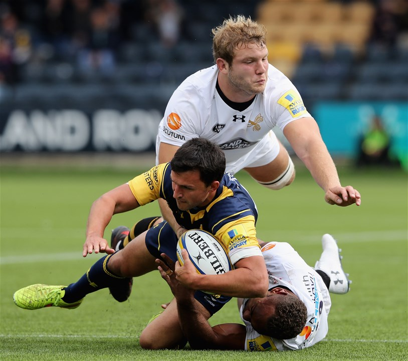 WORCESTER, ENGLAND - SEPTEMBER 10:  Jonny Arr of Worcester is tackled by Joe Launchbury (Top) and Gaby Lovobalavu during the Aviva Premiership match between Worcester Warriors and Wasps at Sixways Stadium on September 10, 2017 in Worcester, England.  (Photo by David Rogers/Getty Images)