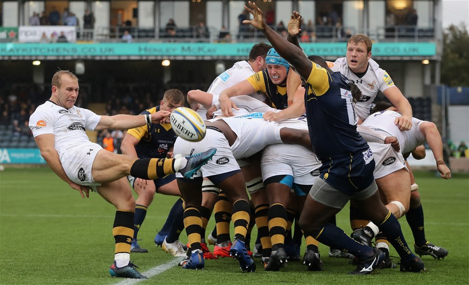 WORCESTER, ENGLAND - SEPTEMBER 10: Dan Robson of Wasps kicks the ball upfield during the Aviva Premiership match between Worcester Warriors and Wasps at Sixways Stadium on September 10, 2017 in Worcester, England.  (Photo by David Rogers/Getty Images)